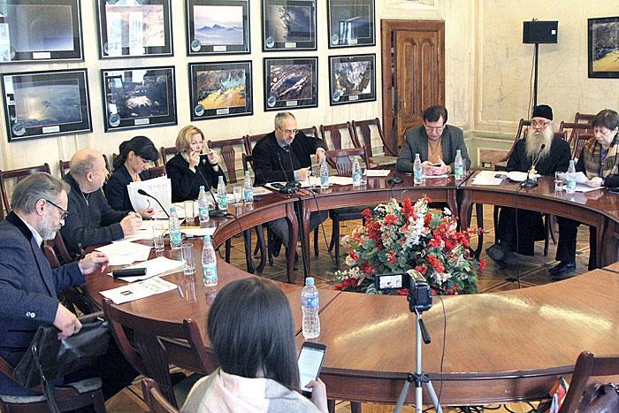 """Коллегия провела заседание по жалобе на газету """"Вести Приладожья"""""""